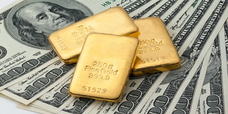 كورونا والتوترات الصينيه الامريكية تطيح بالدولار وتحلق بالذهب